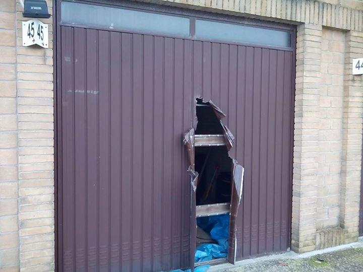 Uno dei garage danneggiati in via Paladini