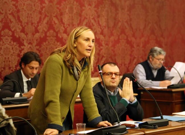 Deborah Pantana in Consiglio comunale di fianco a Riccardo Sacchi, coordinatore cittadino di Forza Italia