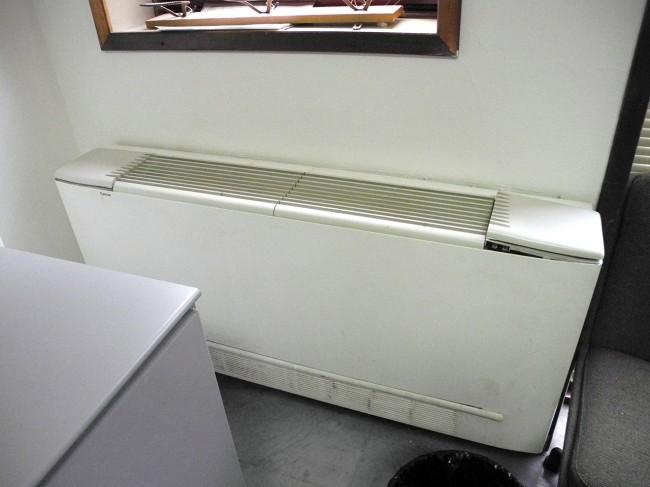 Il termosifone rotto nella stanza del centralino