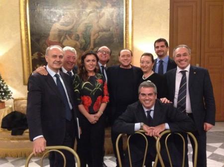 Silvio Berlusconi con il gruppo regionale di Forza Italia