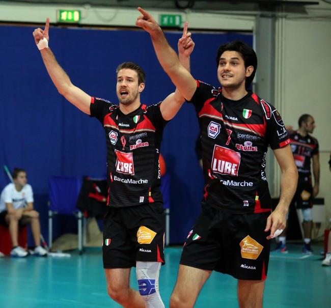 Kovar e Stankovic protestano con l'arbitro
