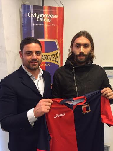 Il neo acquisto rossoblu Luca Pigini in compagnia del ds Muscariello