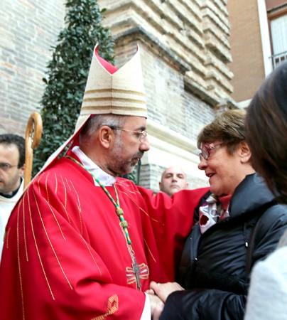 Il vescovo Marconi con la madre di Roberto Torregiani