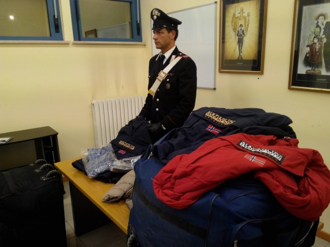 La merce sequestrata dai carabinieri di Civitanova