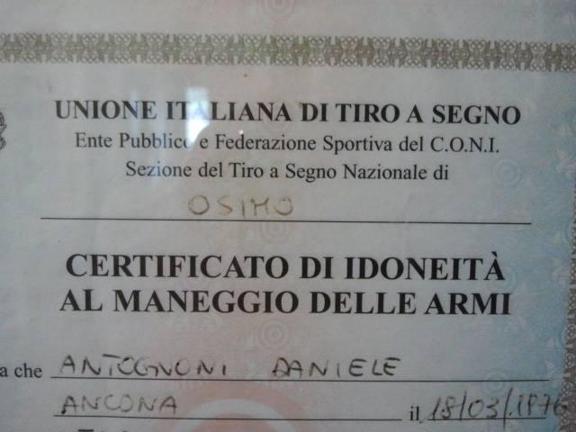 Il certificato di idoneità al maneggio delle armi di Daniele Antognoni