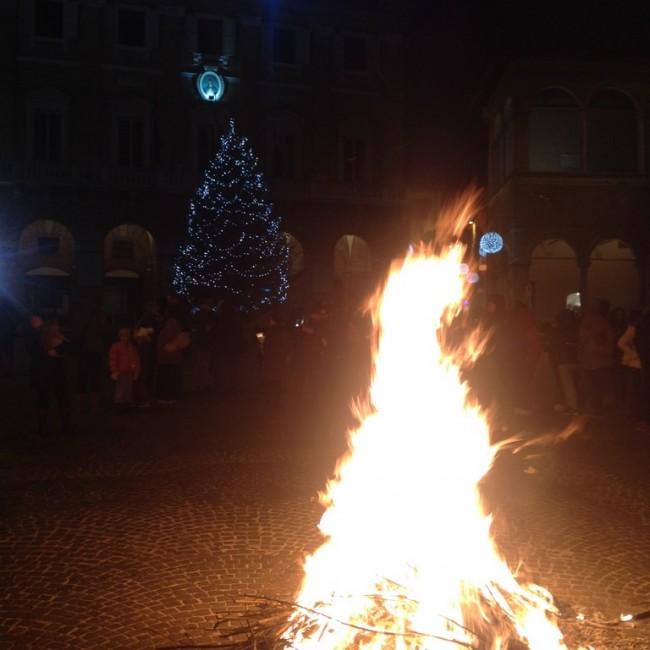 falò_piazza_macerata-1-650x650