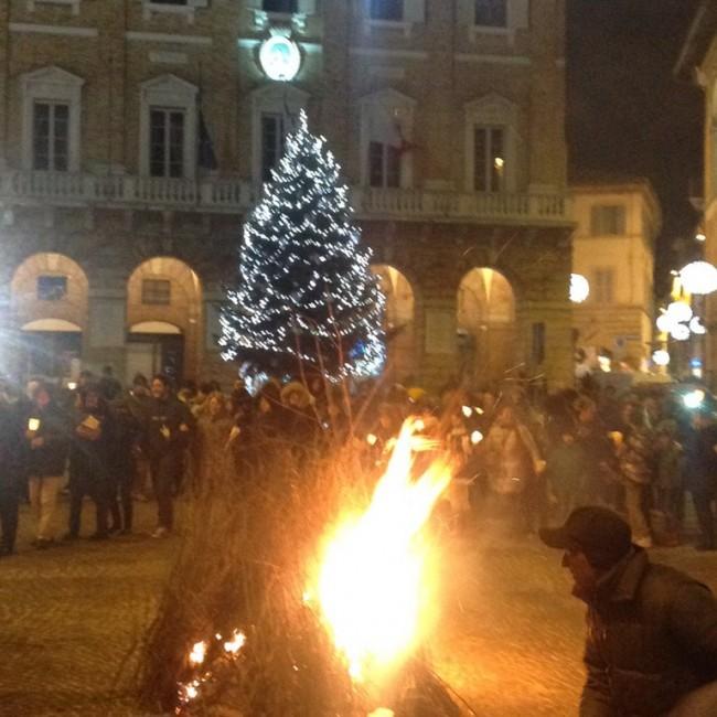 falò_piazza_macerata-5-650x650