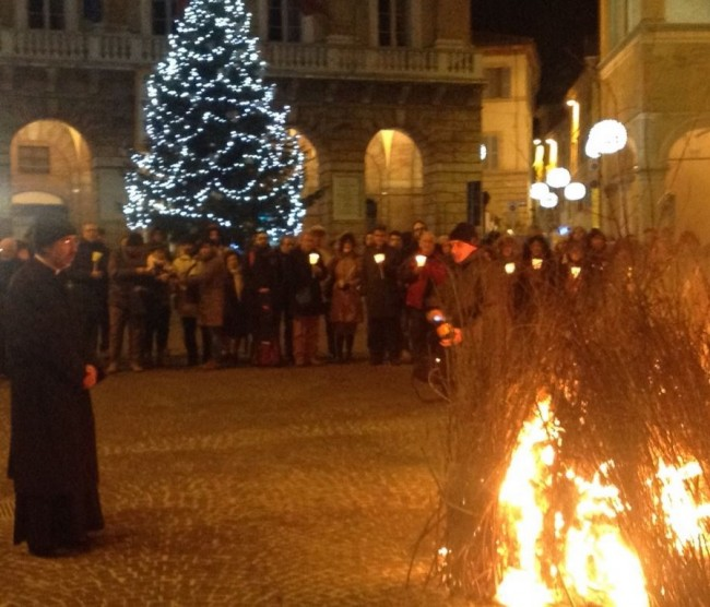 falò_piazza_macerata-9-650x556