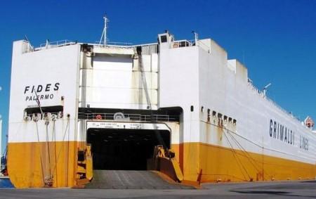 Una recente foto della nave cargo Fides
