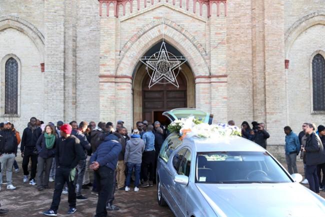 funerale Domi bambino morto1