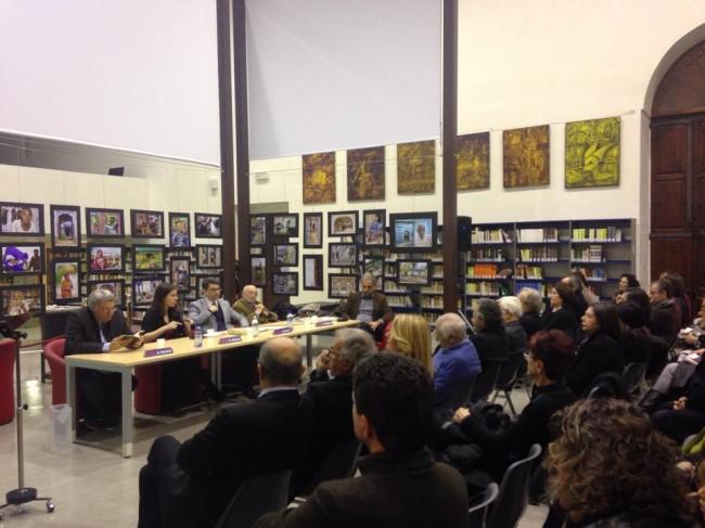 in prima fila, al centro col maglione blu Mogol, quindi Davoli, Ramat e Valesio