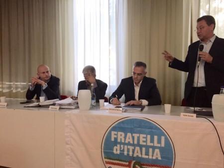 Massimo Belvederesi (terzo da sinistra) al fianco di Carlo Ciccioli