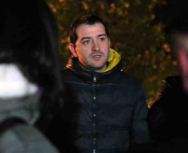 Enrico Forconi, il padre di Simone, ieri sera sul luogo del delitto