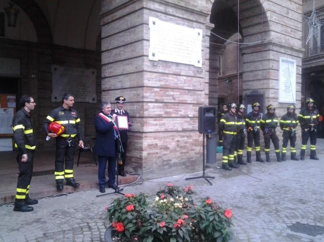 Un momento del saluto del sindaco di Tolentino, Giuseppe Pezzanesi