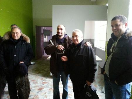 David Bastioli riconsegna le chiavi di via Parini a Don Vinicio