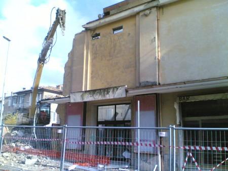 Nel 2008 i lavori per la demolizione del cinema Cairoli