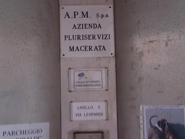 Ascensore svizzero e pulizia italiana