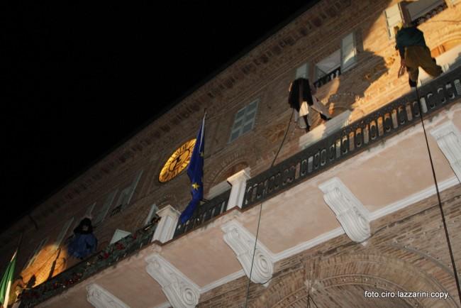 Befana Civitanova 3 balcone
