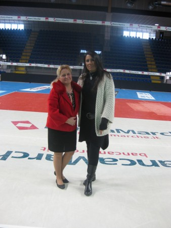 La conduttrice e telecronista Rai Simona Rolandi assieme all'assessore al personale Cristiana Cecchetti