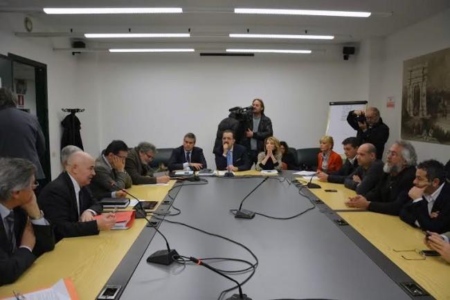 Il tavolo dell'incontro tra bagnini e capigruppo del Consiglio Regionale