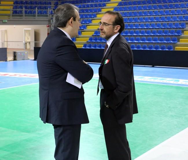 Ivo Costamagna e il viceministro Riccardo Nencini all'inaugurazione del palas