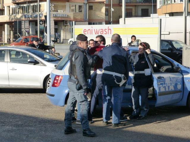 Provocatore fermato dalla polizia 2