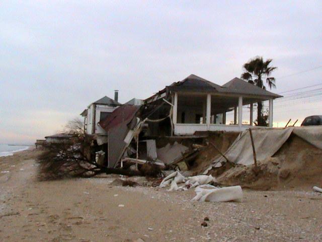 Quello che resta dello chalet Masaya, crollato il 30 dicembre scorso