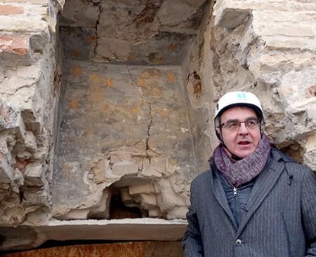 Romano Carancini sotto il cielo stellato emerso durante i lavori