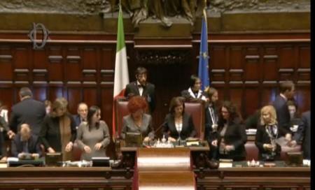 Laura boldrini presiede l'assemblea