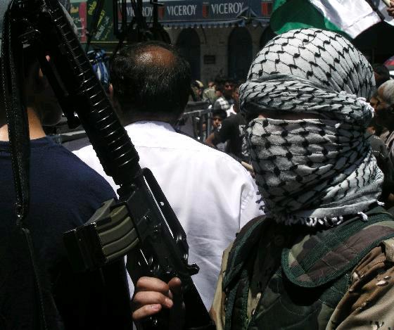 Un terrorista (foto d'archivio)