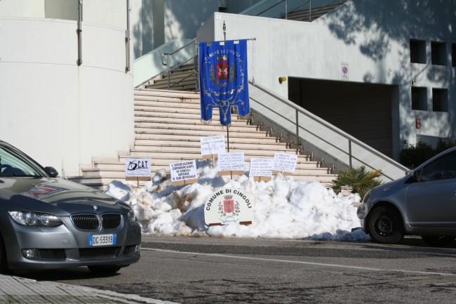 La neve sotto il palazzo della Regione