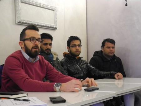 Il sindaco Andrea Gentili e i rappresentanti della comunità pachistana musulmana