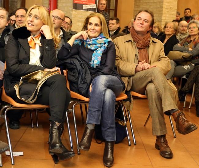 Al centro la professoressa Ines Corti, moglie di Bruno Mandrelli