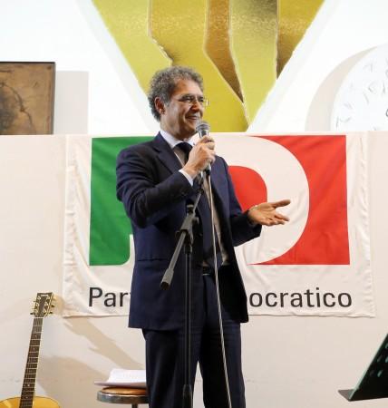"""Bruno Mandrelli: """"Hop chiesto di avere alle mie spalle la bandiera del Partito Democratico"""""""