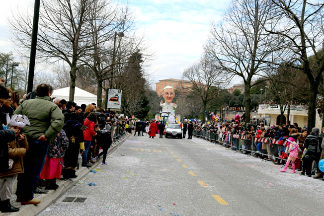 Foto Carnevale Macerata Picchio (1)