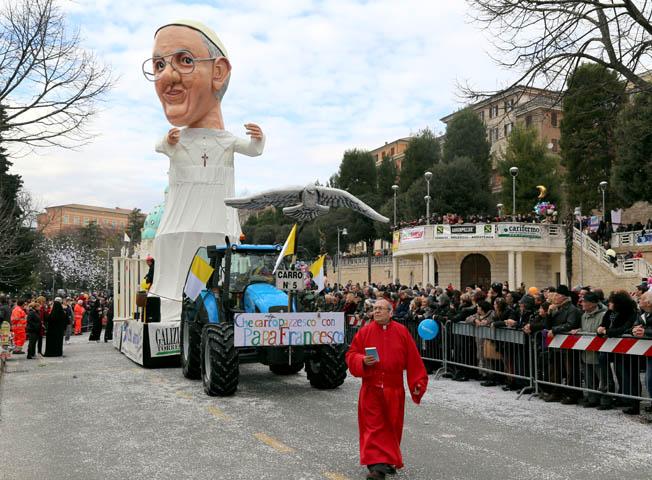 Foto Carnevale Macerata Picchio (3)