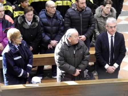 Il sindaco Romano Carancini in chiesa durante il funerale