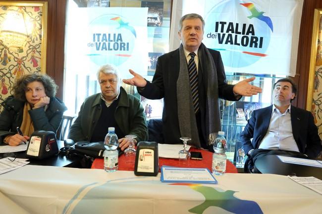 Vania Longhi, Ennio Coltrinari, Giuliano Meschini e Ignazio Messina durante l'incontro di oggi pomeriggio al Caffè Venanzetti