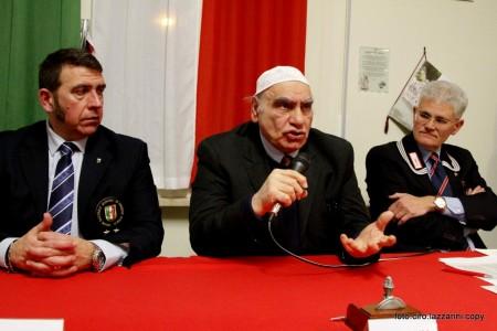 Da sinistra nella foto Aurelio Ciferri presidente associazione ufficiali in congedo, Mohammed Tarkji Imam di Macerata e Roberto Ciccola presidente dell' Anc di Civitanova