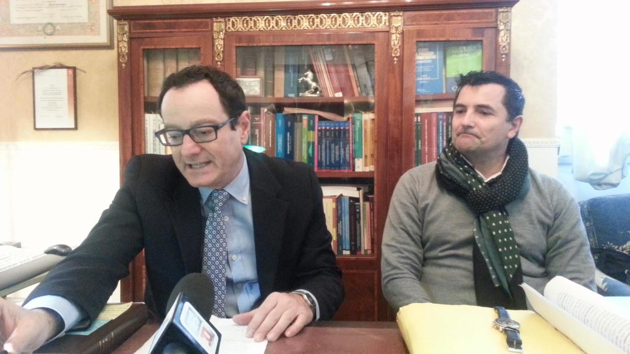 Da sinistra gli avvocati Marco Massei e Mauro Riccioni durante la conferenza stampa di oggi pomeriggio