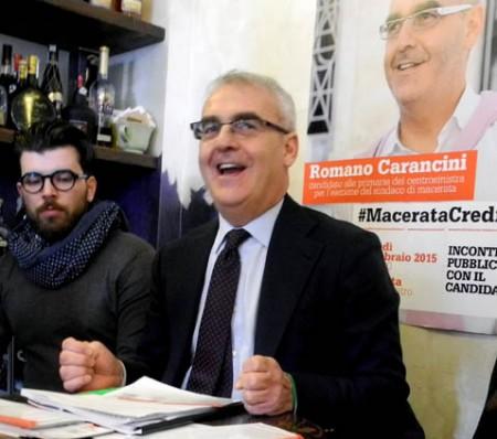 Romano Carancini durante un incontro  in vista delle primarie