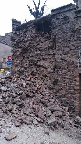 Le mura crollate a Belforte