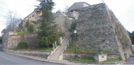 """Uno scorcio delle Mura castellane, la """"Madonnina"""""""