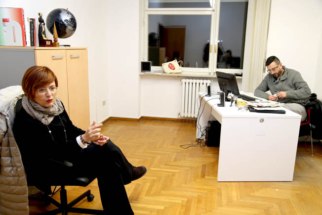 Anna Menghi nella redazione di Cronache Maceratesi
