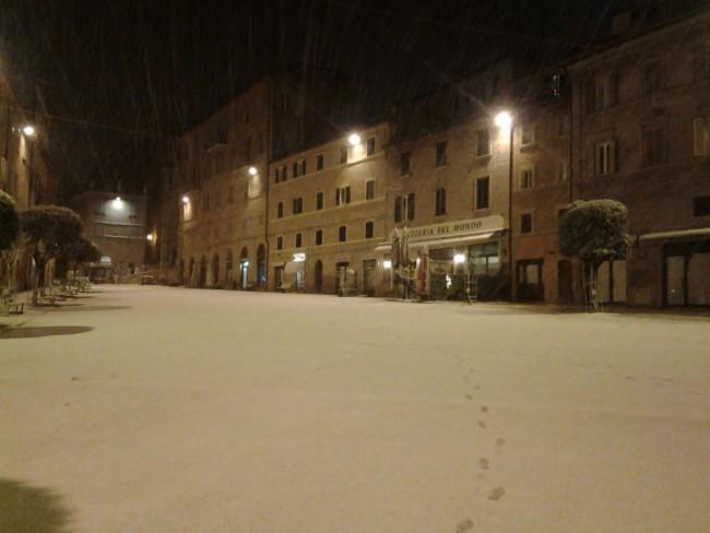 Piazza Mazzini innevata (foto di Elena Prokopenko