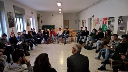 Carancini durante l'incontro con gli universitari