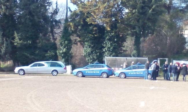Il carro funebre porta via il 13enne morto durante la partita a Villa Potenza
