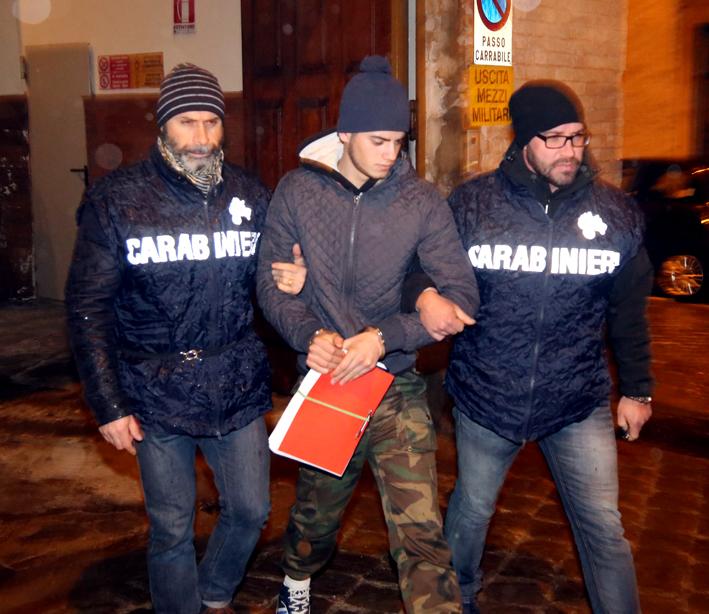 Salvatore Farina questa mattina all'uscita dalla caserma di Macerata