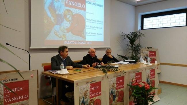 Il tavolo dei relatori del convegno La carità nel Vangelo: da sinistra Roberto Mancini, Monsignor Luigi Conti e Don Vinicio Albanesi