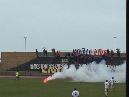 Uno dei petardi fatti esplodere durante la partita Civitanovese-Fano